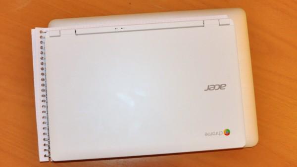 Acer-Chromebook 13-Zoll im Vergleich zu A4-Spiralblock